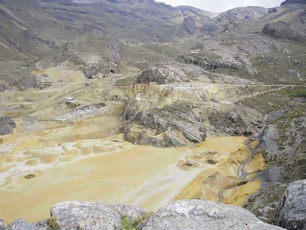 Am Krater der Mine Marlin von San Marcos.
