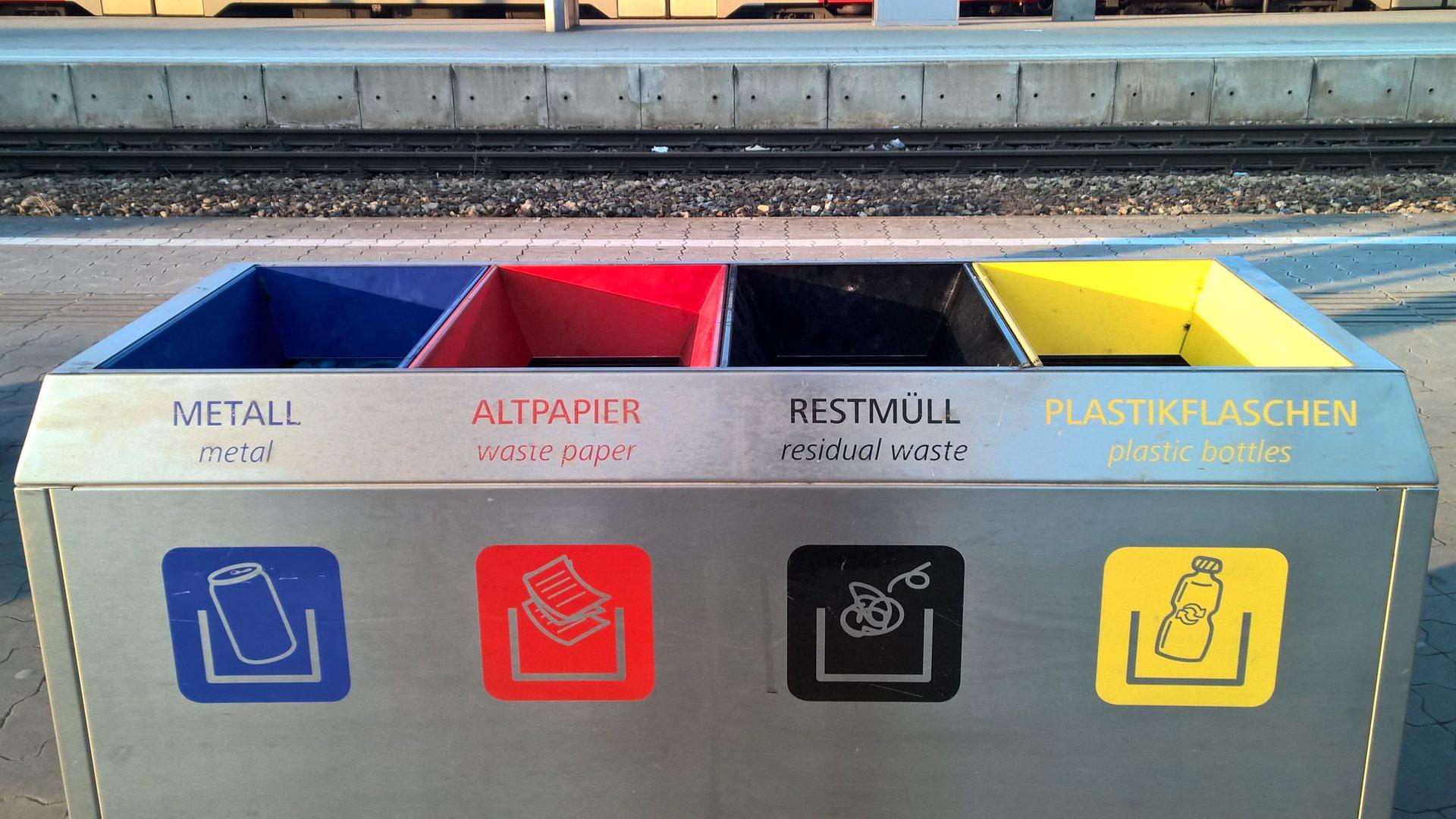 Mülltrennung - erst ein kleiner Schritt für die Umwelt © Adrian Müller