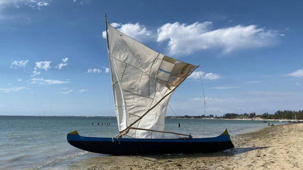 Fischerboot am Sandstrand von Ifaty, im Südwesten Madagaskars © Daniel Hug
