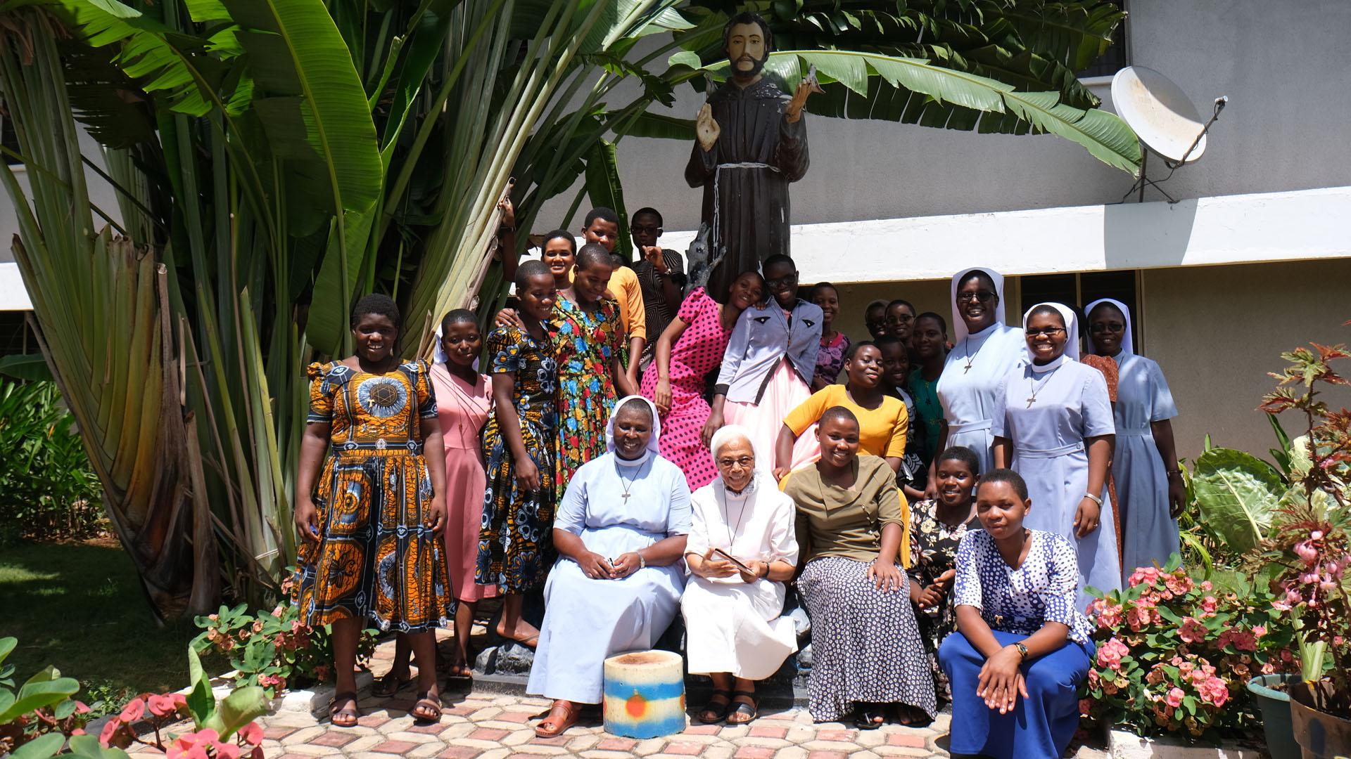 Die Gemeinschaft der «Little Sisters of St Francis» von Mbagala, auch Dada Wadogo-Schwestern genannt. © Nadine Crausaz