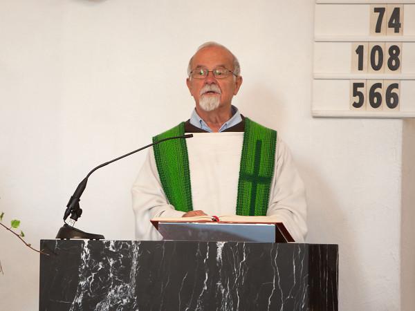 Karl Flury beim Predigen