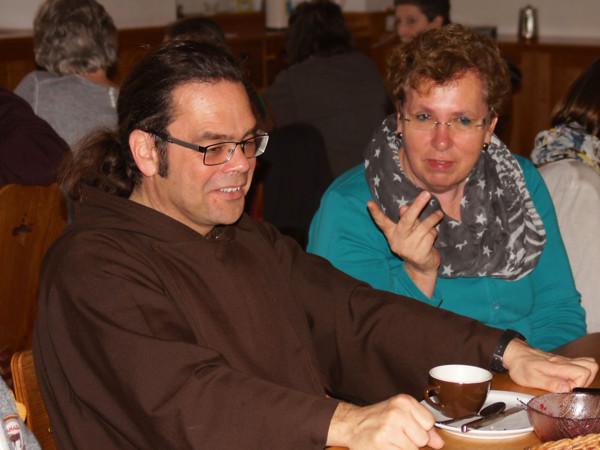 Br. Kletus Hutter und unsere Mitarbeiterin Edith Wildisen.