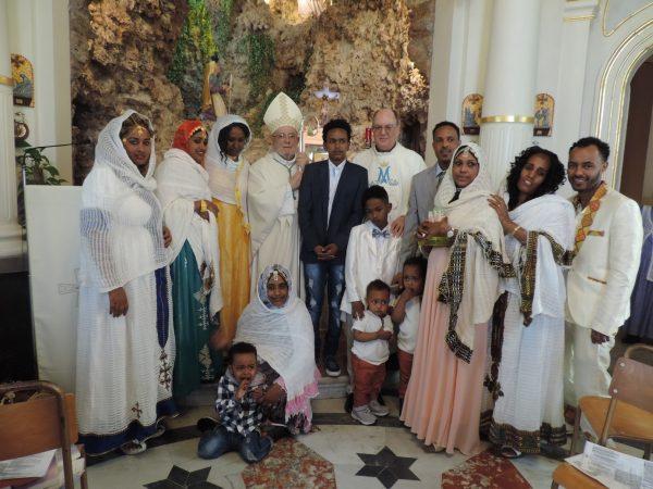 Paul Darmanin, der ehemalige Bischof von Garissa, Kenia, feierte mit eritreischen Gläubigen Erstkommunion und Firmung.