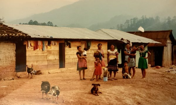 Szene aus einem Bergdorf in Chiapas, Südmexiko | © Walter Ludin 1995