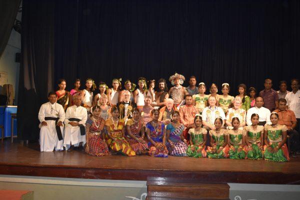 iTe-Reisegruppe mit TänzerInnen | © Verena Shearsby, 2019
