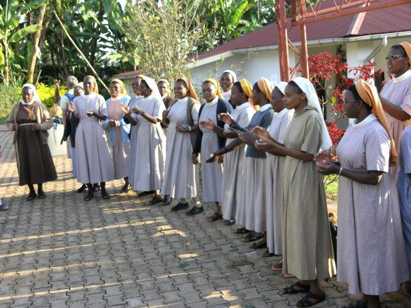 Begrüssung der Schwestern in Maua, Tanzania © Stefan Ruede